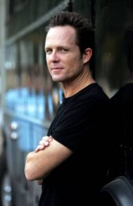 Dean Winters Net Worth, Bio, Wiki, Age, Height, Career, Family, Facts