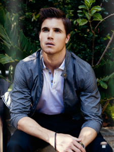 Robbie Amell Net Worth, Bio, Wiki, Age, Height, Career, Family, Facts